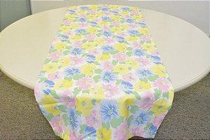 Caminho de Mesa fundo claro com flores coloridas