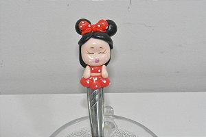 Colher de cha boneca Minei com roupinha de bolinhas