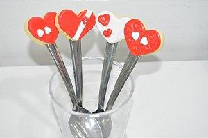 kit 4 colheres de chá corações vermelho e branco