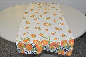 Caminho de mesa fundo branco com laranjas