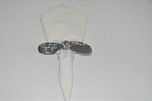 Porta Guardanapo de tecido fundo preto com caveiras