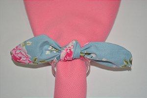 Porta Guardanapo de tecido fundo azul com rosas e florzinhas brancas