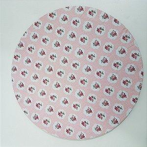 Capa de tecido fundo rosa claro com bolinhas brancas e pequenas rosas vermelhas