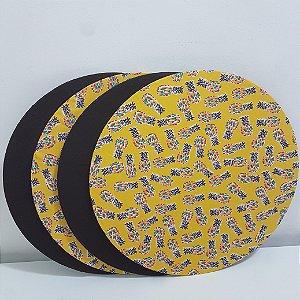 Kit 4 Capas sousplat fundo amarelo com abacaxis e capa fundo marrom