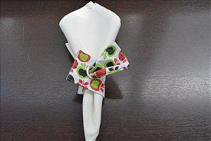 porta guardanapo de tecido fundo branco com maças