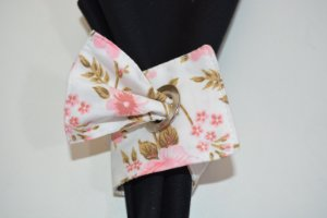 Porta guardanapo de tecido com rosas delicadas