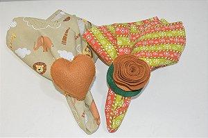 Kit 2 porta guardanapos Feltro flor e coração caramelo