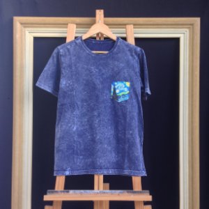 Camiseta Noite Estrelada - Bolso pintado a mão