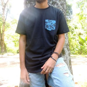 Camisa Bolso Azul - Preta