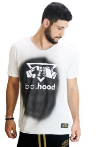Camiseta Branca com Spray Grafiti