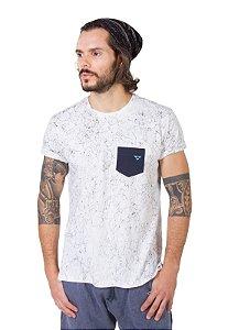 Camiseta Branca Teia Bolso Azul