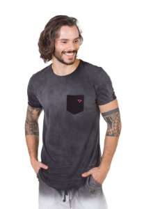 Camiseta Longline Curve Bolso Preta Stoned