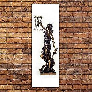 Deusa da Justiça com espada