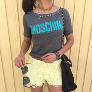 T-shirt MOSCHINO com bordados
