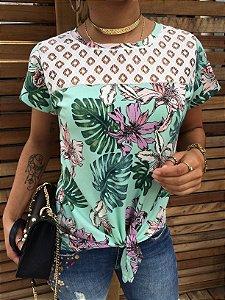 T-shirt Floral com renda e nozinho