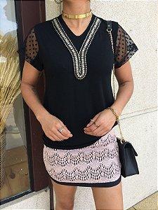 T-shirt Gola bordada com tule