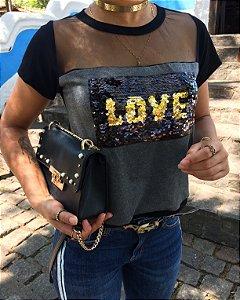 T-shirt LOVE em paetê com  Tule
