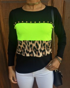 T-shirt Neon e animal print bordada