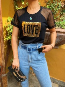 T-shirt LOVE em paetê com mangas de tule