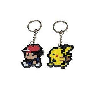 Chaveiros Treinador e pikachu