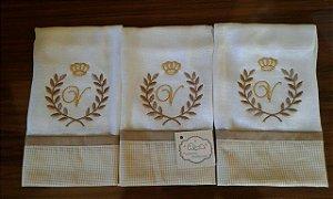 Fralda de Boca com Barrado - 3 Peças bordado brasão, coroa e inicial