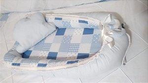 Ninho Berço para Bebê - patchwork azul pompom + Travesseiro Nuvem