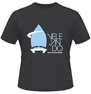 Camiseta Velejando Preta