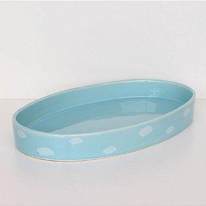 Bandeja oval de louça azul com nuvens