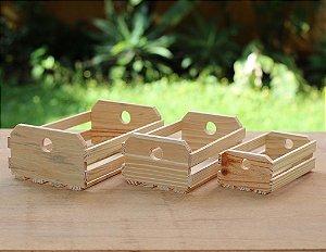 Trio de caixotes de madeira