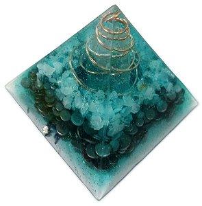 Orgonite piramidal verde água 9,5x9,5