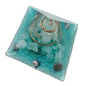Orgonite piramidal verde água 5x5