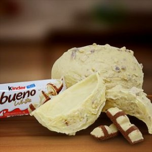 Ovos de Chocolate Branco com recheio de Kinder Bueno Branco