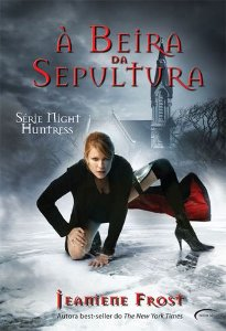 A BEIRA DA SEPULTURA- SERIE NIGHT HUNTRESS