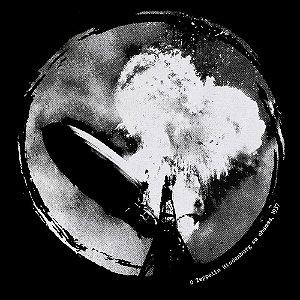 Camiseta O Zeppelin Hindenburg em chamas 1937 - Vestindo História