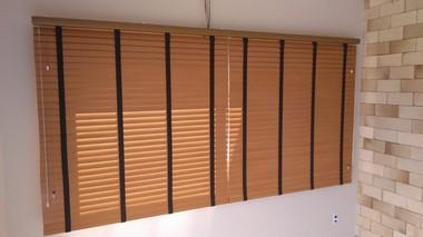 Persiana Horizontal Madeira 50 mm Bamboo com Fita Largura 1,35 x 1,35 Altura Cinza