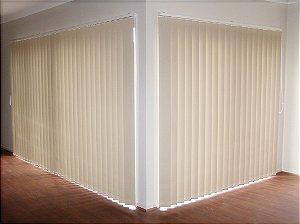 PERSIANA VERTICAL PVC LARGURA 1,35 X 1,35 ALTURA MARFIM