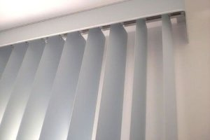 PERSIANA VERTICAL PVC LARGURA 2,10 X 2,20 ALTURA CINZA