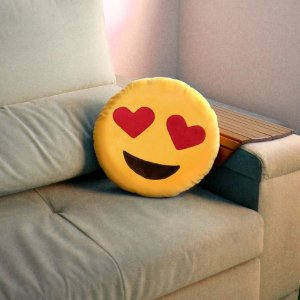Almofada Pelucia Emoticon Apaixonado