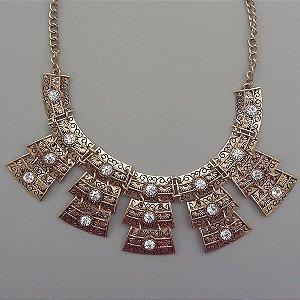 maxi colar bijuteria com strass desenhado em arabesco