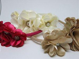 Tiara Flores de Cetim, miolinho de pérolas e strass. Super lindas!