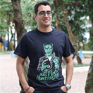 Camiseta Masculina - Deus não é um Frankenstein