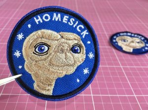 PATCH BORDADO ET HOMESICK TERMOCOLANTE