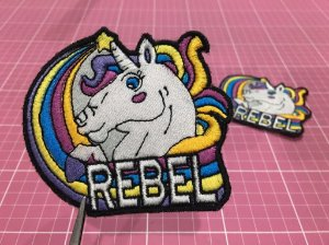 PATCH BORDADO REBEL UNICÓRNIO TERMOCOLANTE