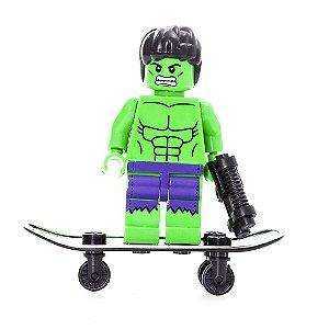 Boneco Lego Marvel  Hulk Com Skate e Acessórios