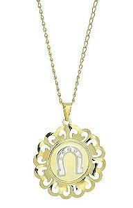 Gargantilha folheada a ouro c/ pingente contendo ferradura e aplique de prata (linha country)