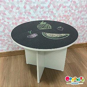 Mesa redonda de atividades infantil com tampo tipo lousa negra