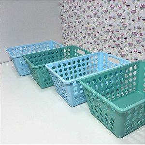 Quatro (4) caixas organizadoras pequenas