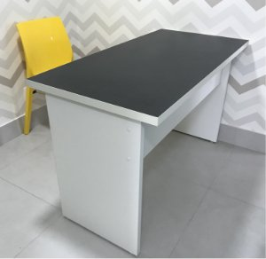 Mesa working 1,00 x 0,60 - tampo black dots - adulto