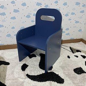 Cadeira kids azul com regulagem de altura - de 3 a 10 anos de idade.