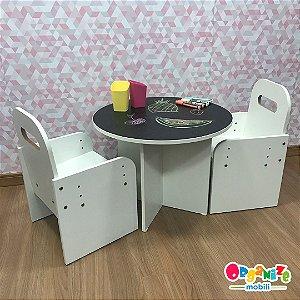 Combo mesa redonda tampo lousa negra +  duas cadeiras brancas com regulagem de altura  + 2 portas lápis + combo canetinha liqui giz 6 unidades